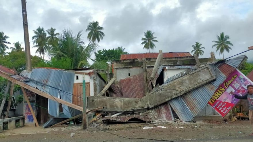 Almenys 35 persones han mort i 600 han resultat ferides en un terratrèmol a Indonèsia