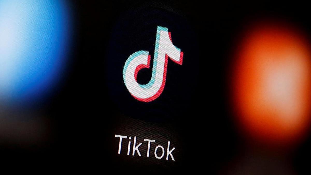 El logo de TikTok en la pantalla de un móvil.