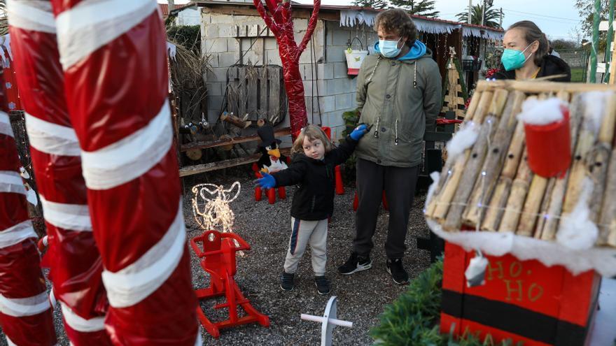 Los Huertos de Cabueñes cosecha ilusión: Más de 70 adornos para celebrar la Navidad en Gijón
