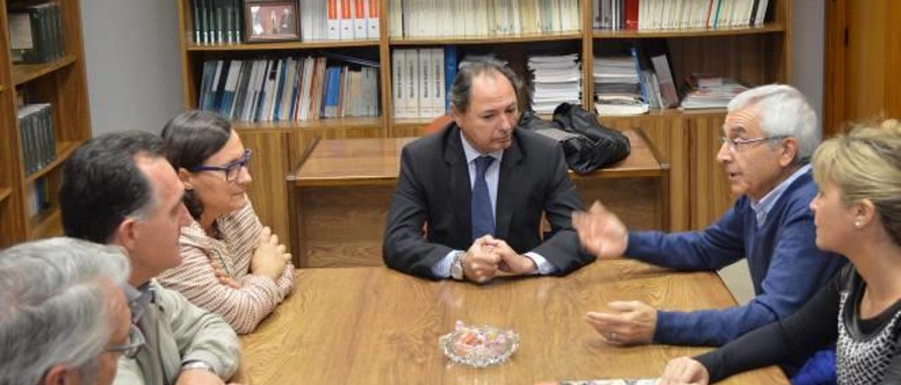 Los candidatos socialistas, ayer en el Colegio de Economistas de Castelló.