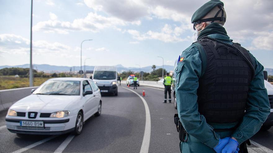Detenido en Alcúdia por desobediencia tras amenazar a los vecinos con un cuchillo