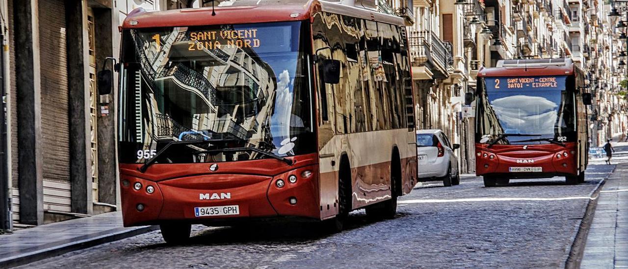 Autobuses del servicio urbano de transporte de Alcoy.   JUANI RUZ