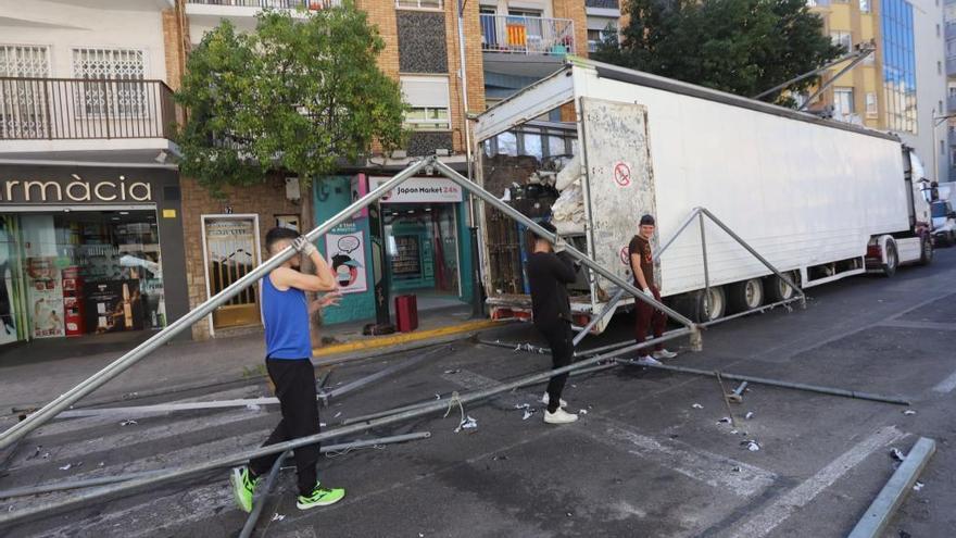 Empiezan a desmontar puestos ambulantes ubicados junto a fallas de Sagunt