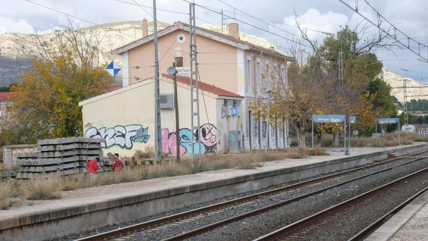 Compromís vuelve a exigir la apertura de la estación de Monóvar