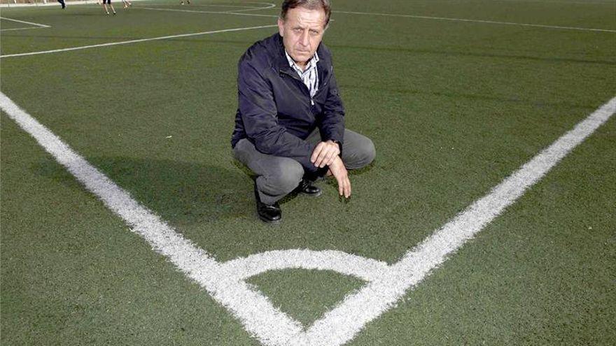 Carlos González apunta a José Antonio Romero
