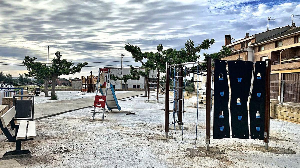 En el parque Fueros de Aragón se ha renovado el pavimento.  