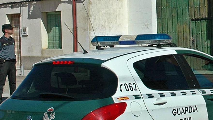 La Guardia Civil de Zamora auxilia a un anciano enfermo en su domicilio