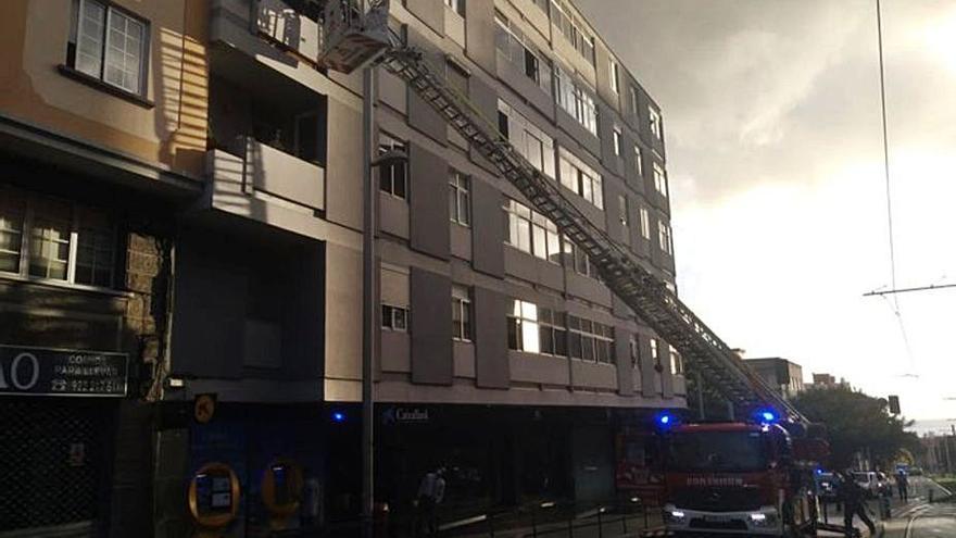Una mujer sufre quemaduras en un incendio en un piso en Cruz del Señor