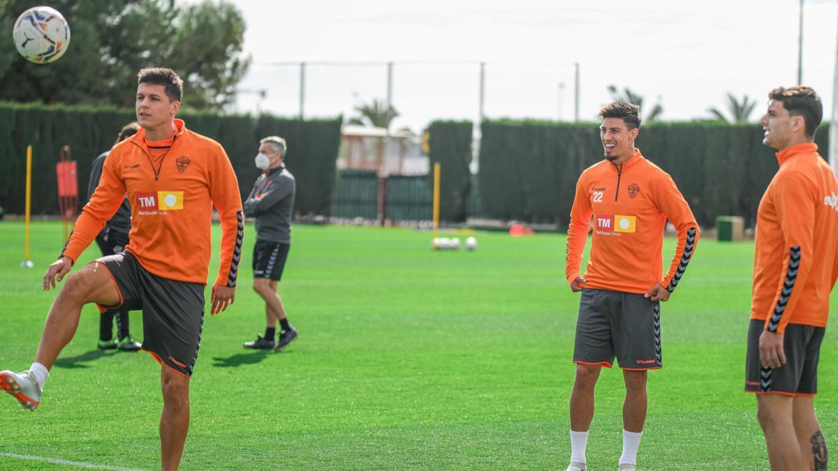 Guido Carrillo junto a Lucas Boyé y Emi Rigoni, en un entrenamiento