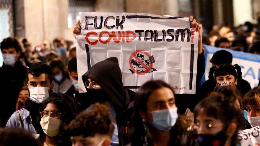 Una detenida en la concentración en Barcelona contra el toque de queda
