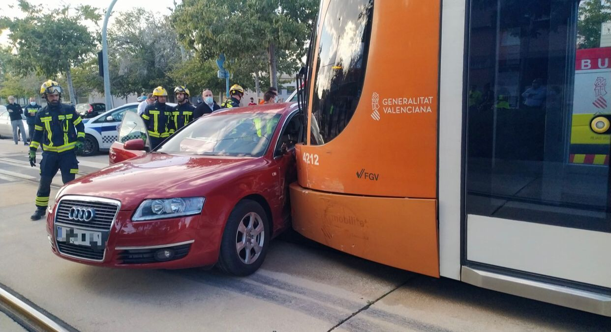 Dos personas han resultado heridas en un accidente en Polop