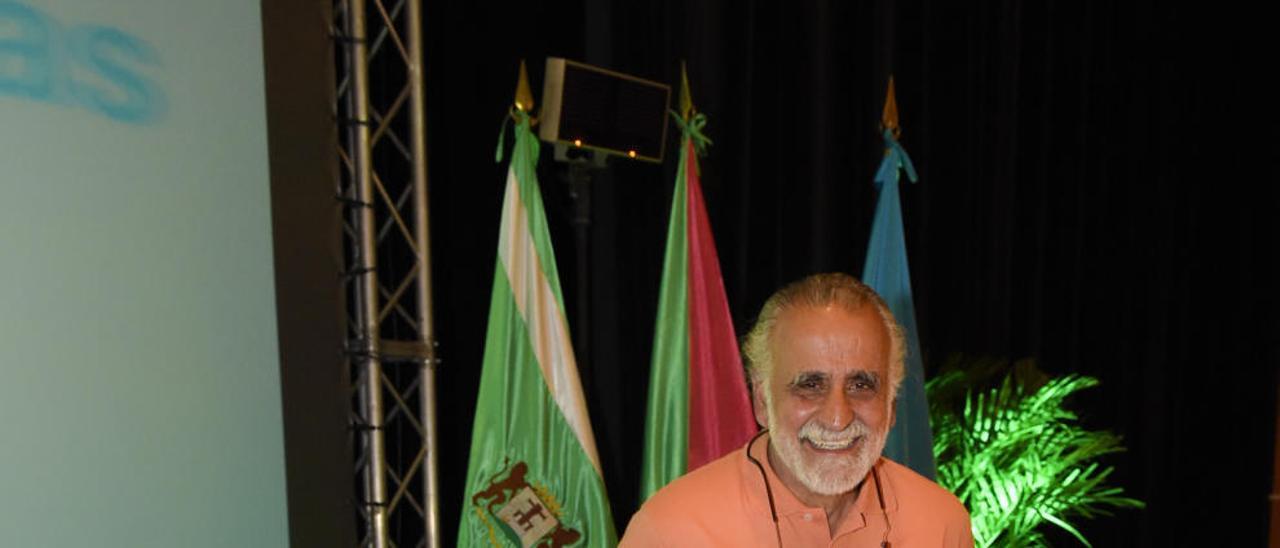 Jairo Restrepo en el teatro Víctor Jara de Vecindario.