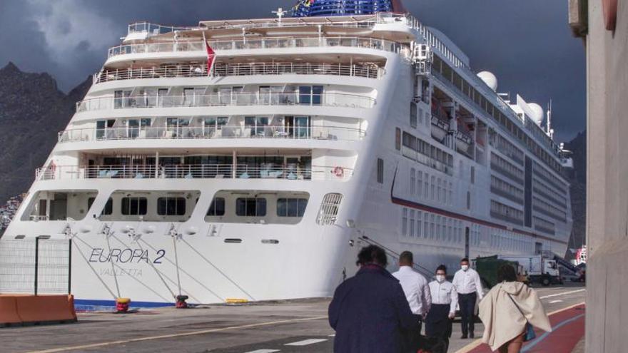 Llegada del crucero de lujo Europa2 al puerto de Santa Cruz de Tenerife