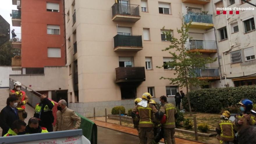 Dos muertos y cuatro heridos en el incendio de una vivienda en Girona