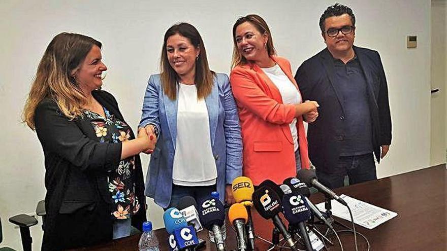 La renuncia de Eva de Anta facilita el pacto PSOE-PP en el Cabildo y Arrecife