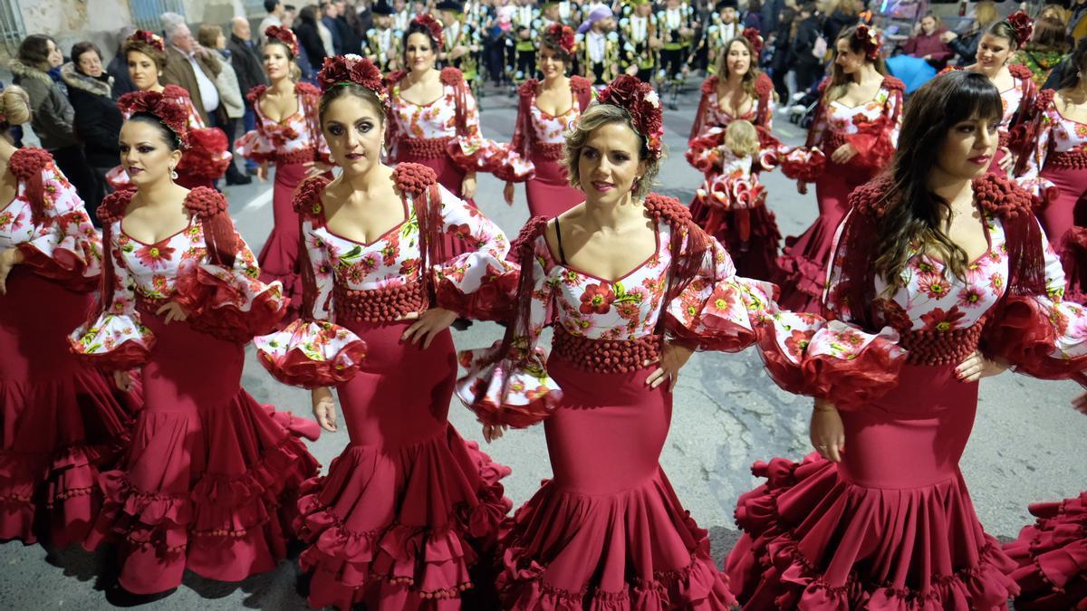 Festeras de Monforte del Cid durante un desfile del año pasado.