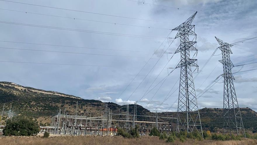 Diputación mediará con el Consell y Red Eléctrica para variar el trazado de la MAT