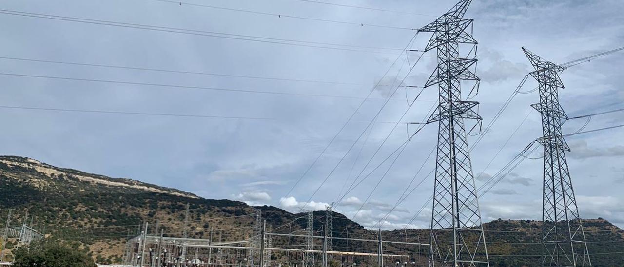 La Diputación pedirá una reunión con Red Eléctrica y Conselleria para plantear correcciones en el trazado de la MAT.