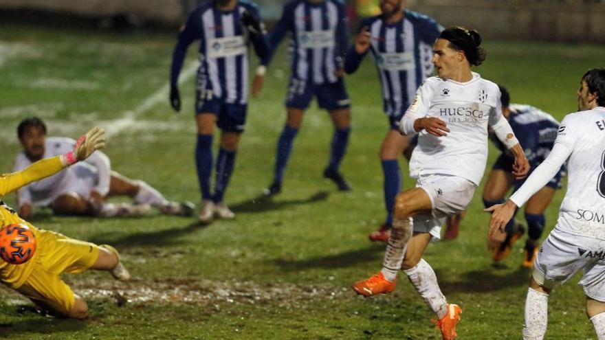 El Huesca cae eliminado y el Valencia golea camino de la siguiente ronda