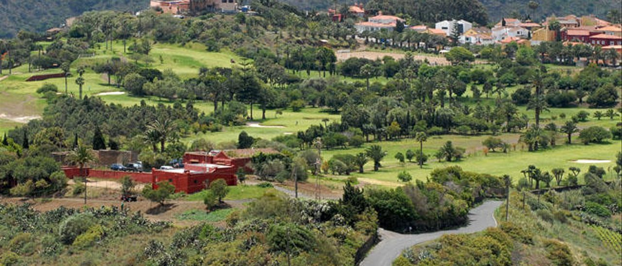 El Cabildo se escuda en la crisis mundial para perdonar el canon del Club de Golf
