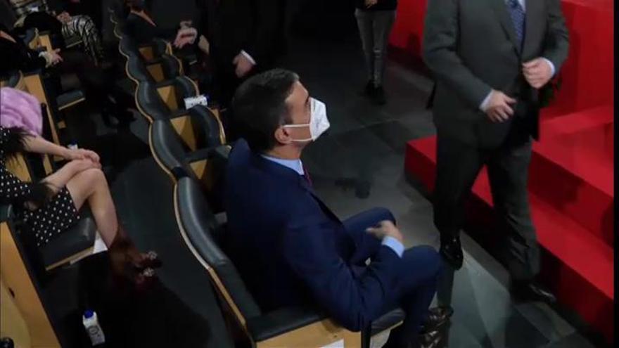 Sánchez da negativo pero mantiene la cuarentena por su contacto con Macron