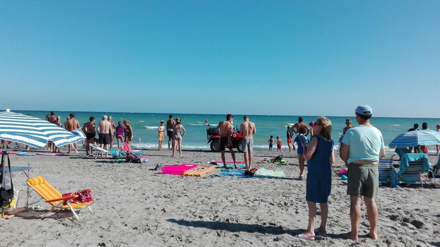 Santa Pola reabre al baño la playa de Varadero