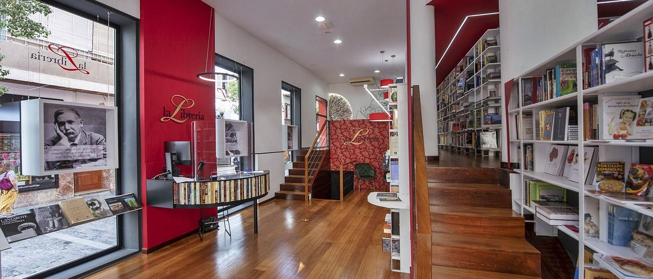 Interior de la librería del Cabildo de Gran Canaria, que abre hoy sus puertas.