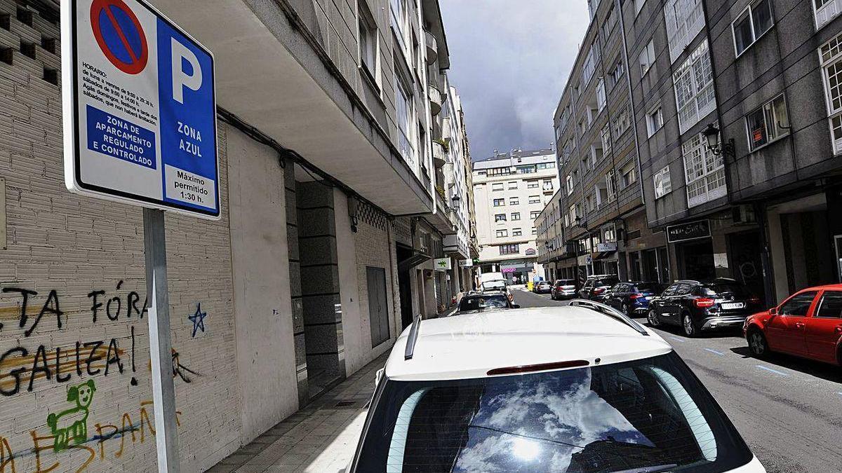 López aboga por mantener la zona azul en Castelao tras habilitar aparcamiento en batería.