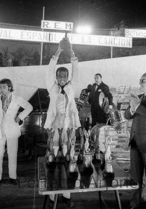 """JULIO IGLESIAS Y """"LOS GRITOS"""" (CON MANOLO GALVÁN). 17 DE JULIO 1968."""
