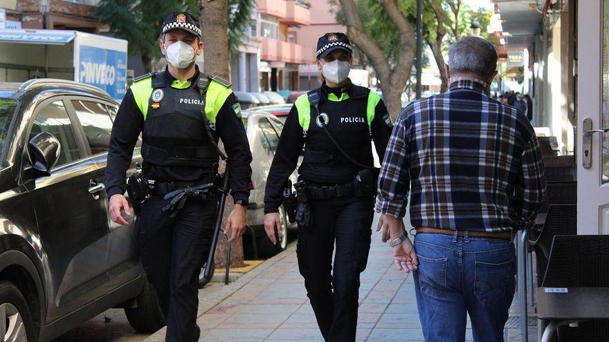 La Policía Local de Fuengirola realiza unas 8.000 intervenciones en el dispositivo especial de verano