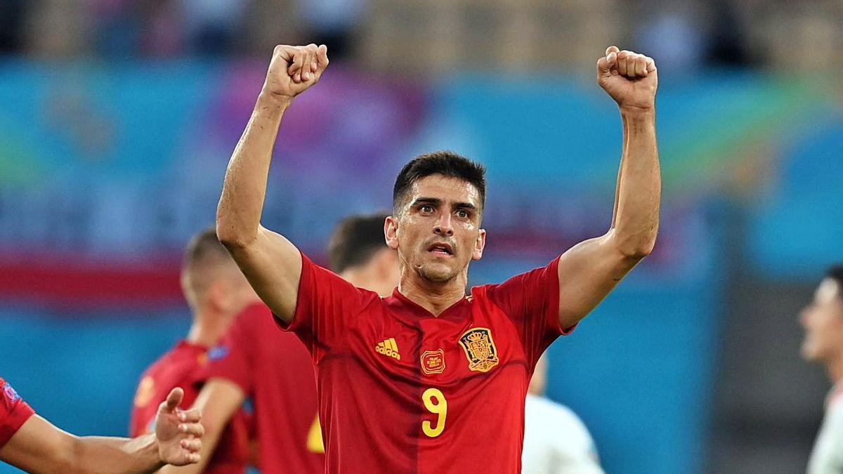 Gerard Moreno celebra el gol de Morata frente a Polonia. | EFE