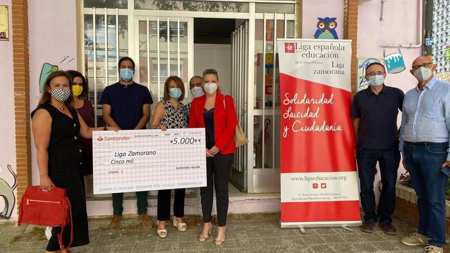 El Banco Santander da 5.000 euros a la Liga Zamorana de la Educación