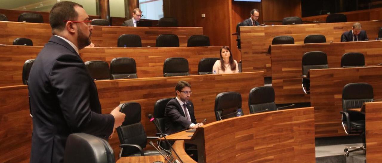 Adrián Barbón, durante su intervención en el pleno de esta mañana.