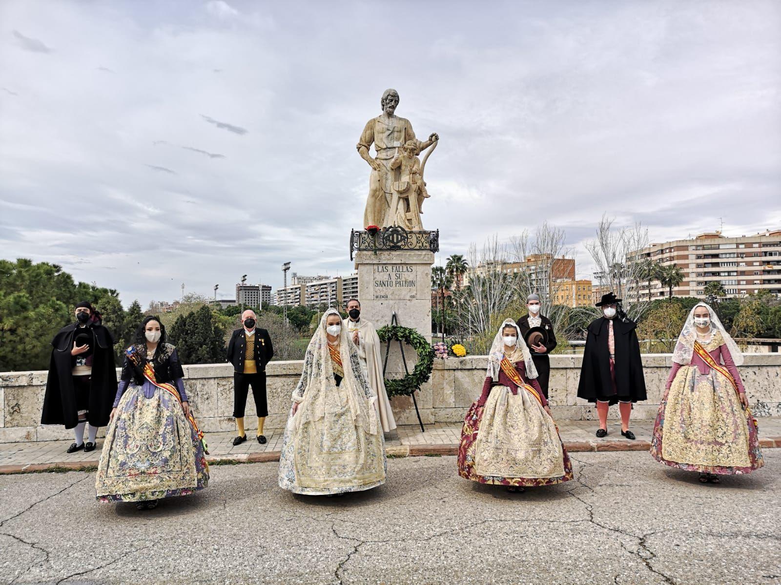 Celebración de las Fallas en el Puente de San José