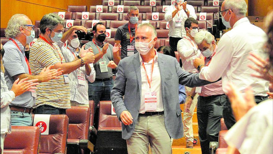 El PSOE aprovecha su posición de poder para engordar sus filas