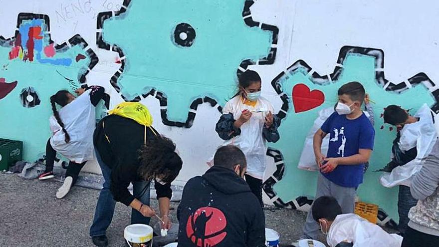 Un mural en La Coma para fomentar la convivencia