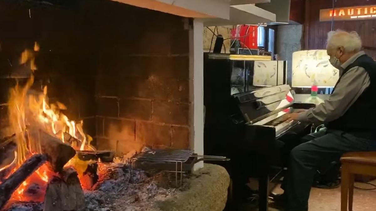 Una chimenea y un piano bastan para disfrutar de una emotiva actuación de Alfonso Galbán.