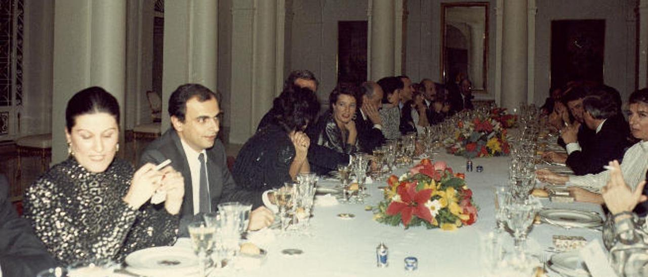 Comida de Navidad de 1986 con la participación del primer ministro canario de la democracia, Luis Carlos Croissier, elegido por González como ministro de Industria.