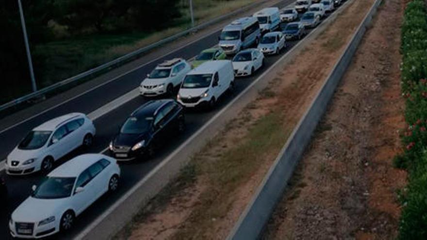 Pkw in Flammen und Unfälle: Mega-Stau rund um Palma