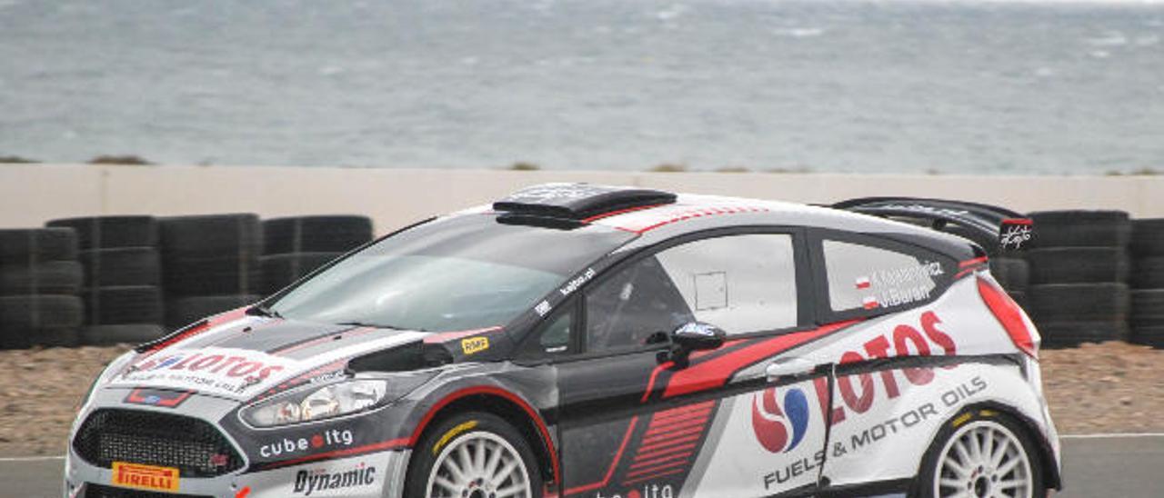 Kajetan Kajetanowicz y Jarek Baran con Ford Fiesta R5, realizó el test en el circuito de Maspalomas.