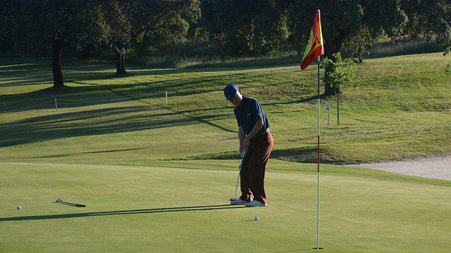 El coreano Hern Suk Mun, primer líder de la Copa Albolafia de golf