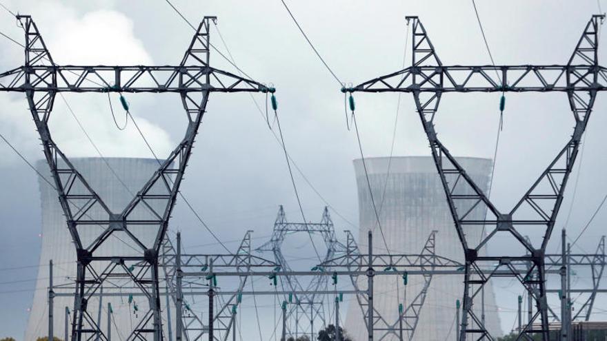 El TS tumba el bono social y ordena devolver el dinero a las compañías eléctricas