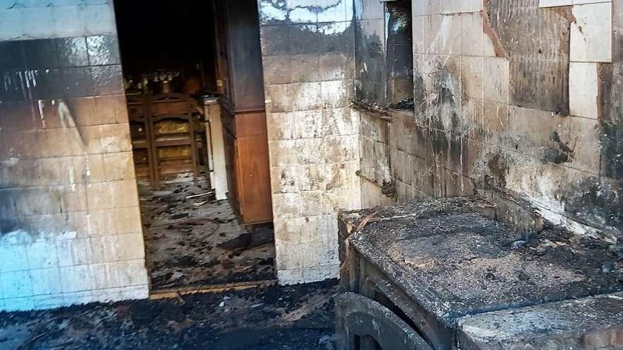Un incendio causa daños en una vivienda en La Foz (Caso)