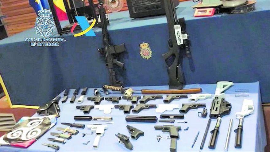 """El detenido por fabricar armas 3D tiene """"un perfil preocupante y está obsesionado con las armas"""""""