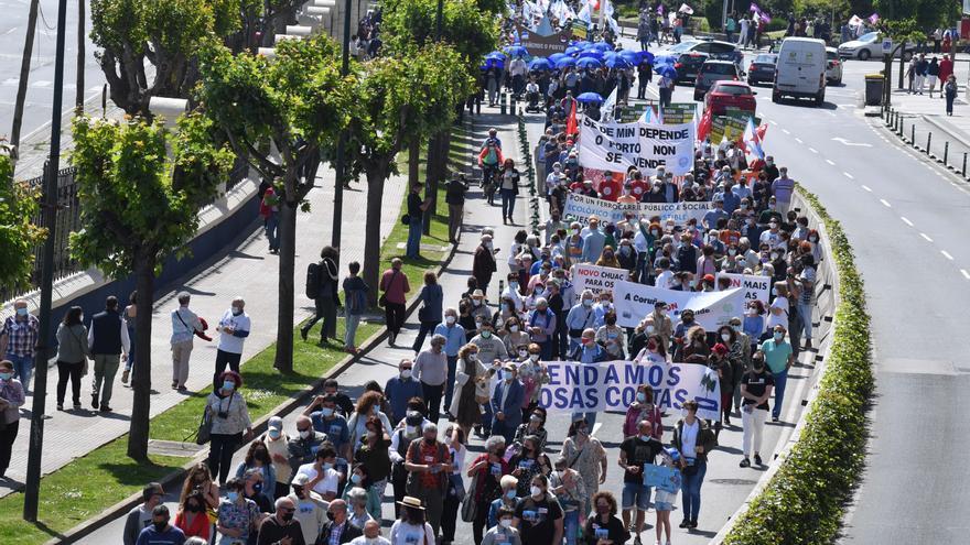 Casi un millar de manifestantes marchan a favor de que se condone la deuda del Puerto