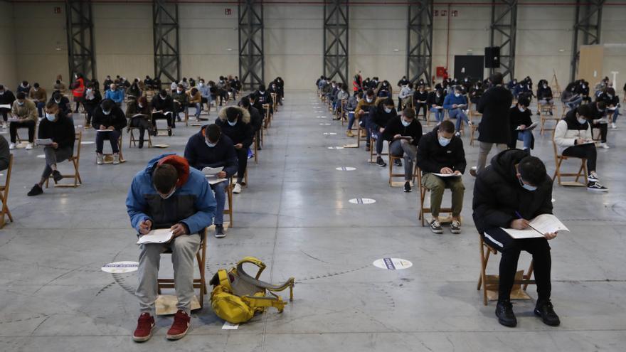 Los futuros bomberos de Vigo pasan a examen
