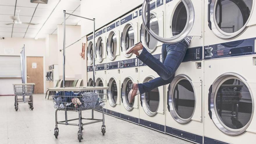 El producto para conseguir que tu ropa quede suave y como el primer día después de la lavadora