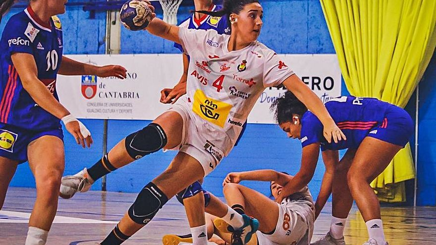 Almudena Gutiérrez, convocada con las Guerreras Junior para el EHF Championship