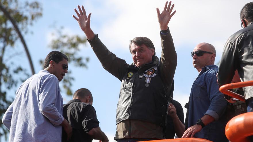 Bolsonaro, multado de nuevo por no llevar mascarilla