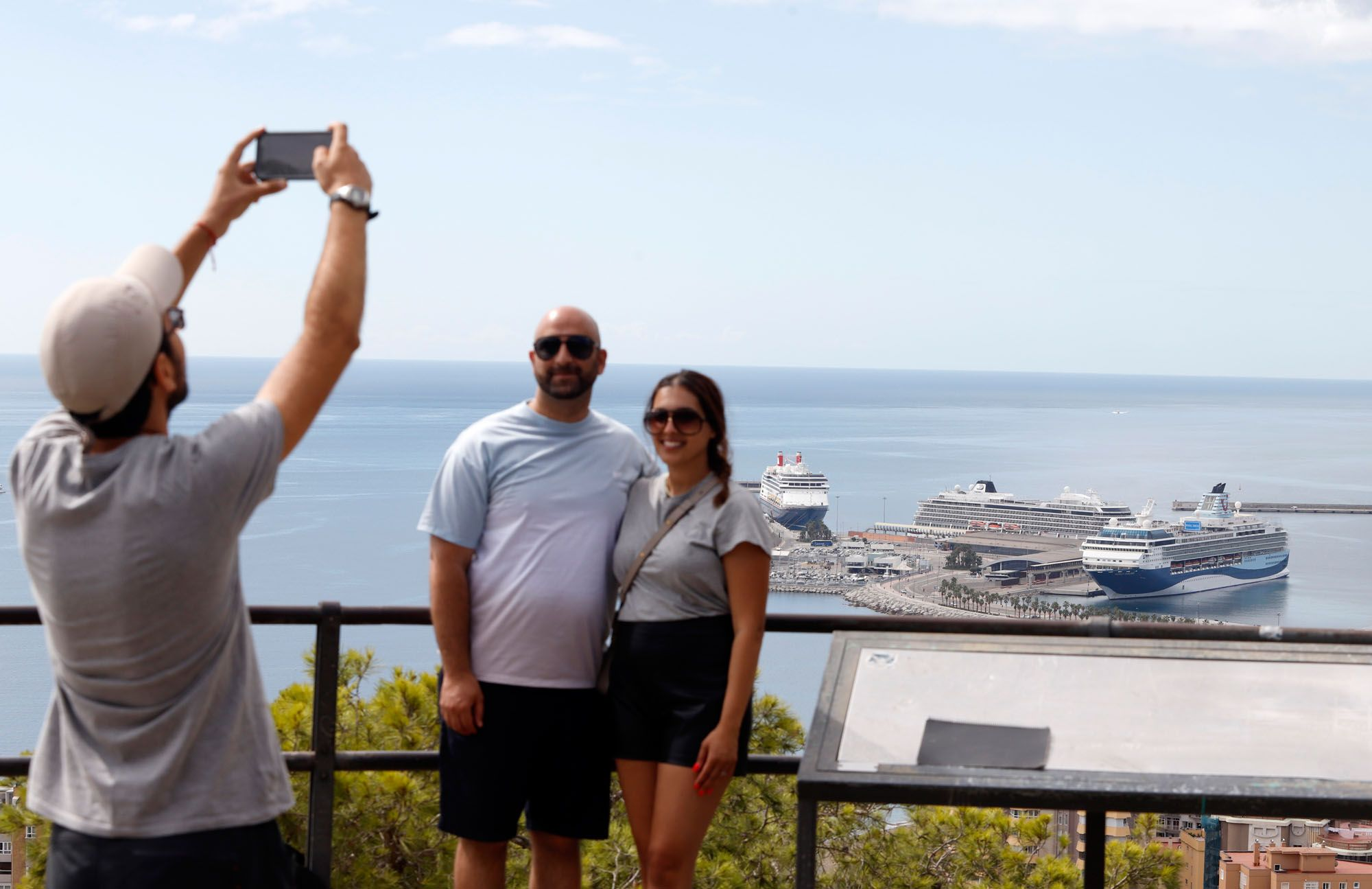 Tres cruceros coinciden en el puerto de Málaga